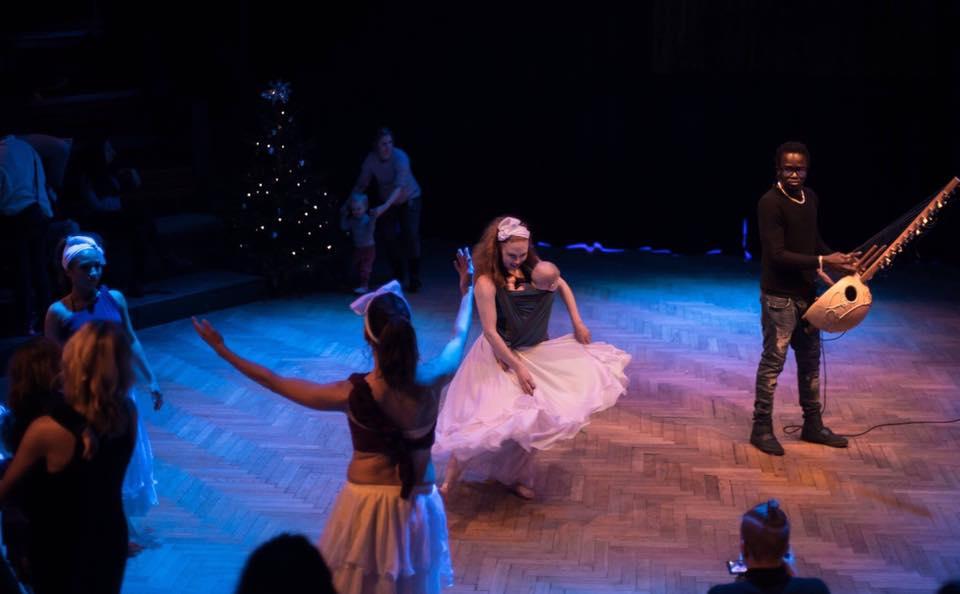 Elin och Vidar dansar med Vai Dance & Art och Malick Diebaté. Foto: Jan Sok